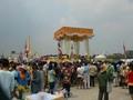 タイ・バンコクのソンクラーン(タイ正月) 水掛けだけじゃなくてお参りもね。