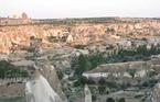 トルコ観光の定番ギョレメ。町は閑散。博物館にだけ観光客。
