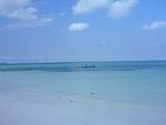 インドネシア マルク州 ケイ・クチル島 晴れた日は漁に出る