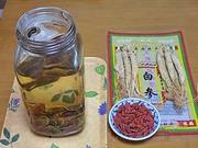 鹿茸片酒:朝鮮人参とクコ