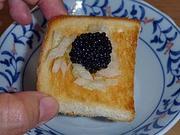 キャビアのトーストのせ