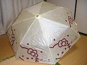 中国製ばったものキティの折りたたみ傘2