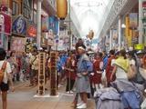 鹿児島祇園祭 商店街で待機中の女御輿