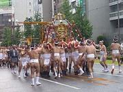 鹿児島祇園祭 男御輿を回しているところ