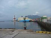 鹿児島新港に停泊するマリックスラインの船