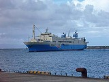 徳之島 亀徳港にはいるカーフェリー