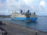 徳之島 亀徳港にはいるカーフェリー2