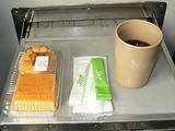 列車でくれた飲み物と軽食