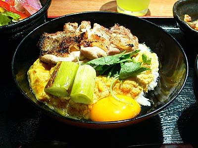 KITTE東京で焼き鶏親子丼。東京駅も久々。