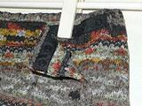 ニット素材の巻きスカートのウエストスナップ