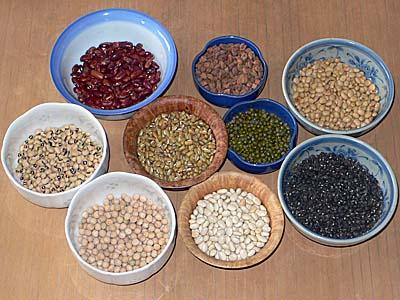 ネパールで購入した豆でなんちゃってひよこ豆カレー。