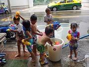 ソンクラン バンコク 子供達の写真