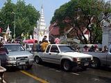 チェンマイのソンクランに集まってくるピックアップトラック