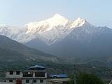 ネパールの地震。ヒマラヤは雪崩まで併発するとは。