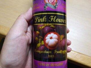 タイ土産にいただいたマンゴスチンのワイン。甘いです。