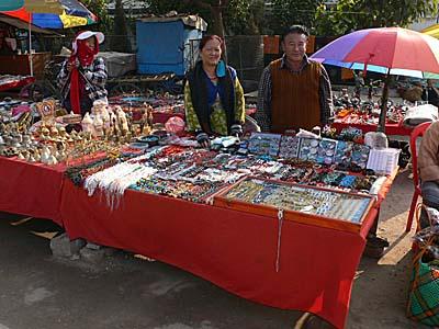 ブッダガヤのチベット難民マーケットのお店