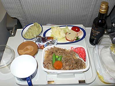 日系久々!機内食は日本発がうまい。南方航空はそれなり。