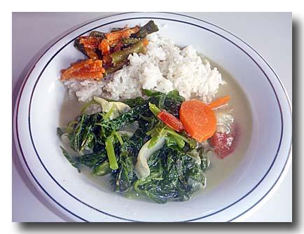 サユールのココナッツスープ煮のっけご飯