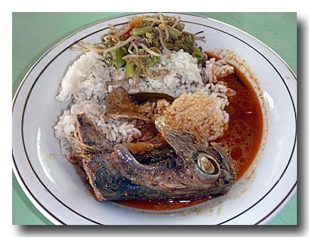 魚の頭の煮付けのっけ飯