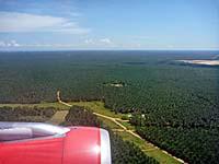 マレーシアLCCターミナル周辺の景色。ジャングルだらけ