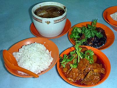 クアラルンプールの屋台で食べたマレー中華