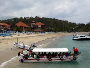 プラマ社のギリ3島行きのボート