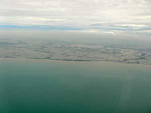 ガルーダ機上から雨期のジャカルタ見下ろしたショット