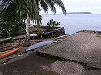 タナラタ村奥の民家の船着き場