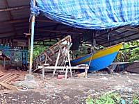 タナラタ村南の船工場