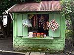 村はずれにある簡易雑貨店