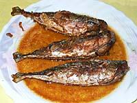 揚げ魚のニンニク醤油ソース