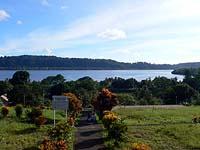 砦の上から湾を見下ろす