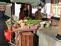 市場の野菜売り屋台