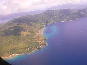 NBA航空の機上からプラウ・アイ(アイ島)を見下ろす。