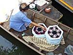 座布団を売るボート