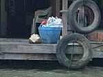 ゴミは船着き場に出しておくと回収される