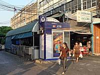 マハーチャイ線ウォンウィエンヤイ駅入口