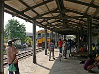 バーンレム駅に入構するメークロン線