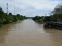 ターチン川の雄大な流れ