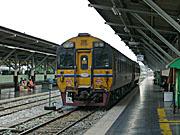 バンコク発の列車。たったの2両
