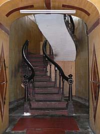 旅順大和ホテルの螺旋階段
