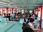 松花江渡し舟の船内