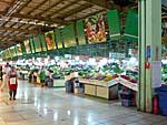 中東大市場の青果売り場