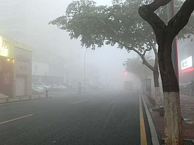 廈門の朝:びっくりするくらい霧が降りていた