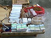 永定土楼民族文化村の煙草売り