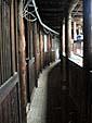 3階の廊下。内側の棚にマートンがある。