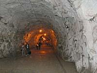 コロンス島の西部にあるトンネル