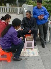 梵天寺の文鳥占い師
