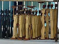 キューバン貴婦人の木彫りの人形。