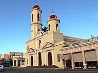 町の中心部にある教会
